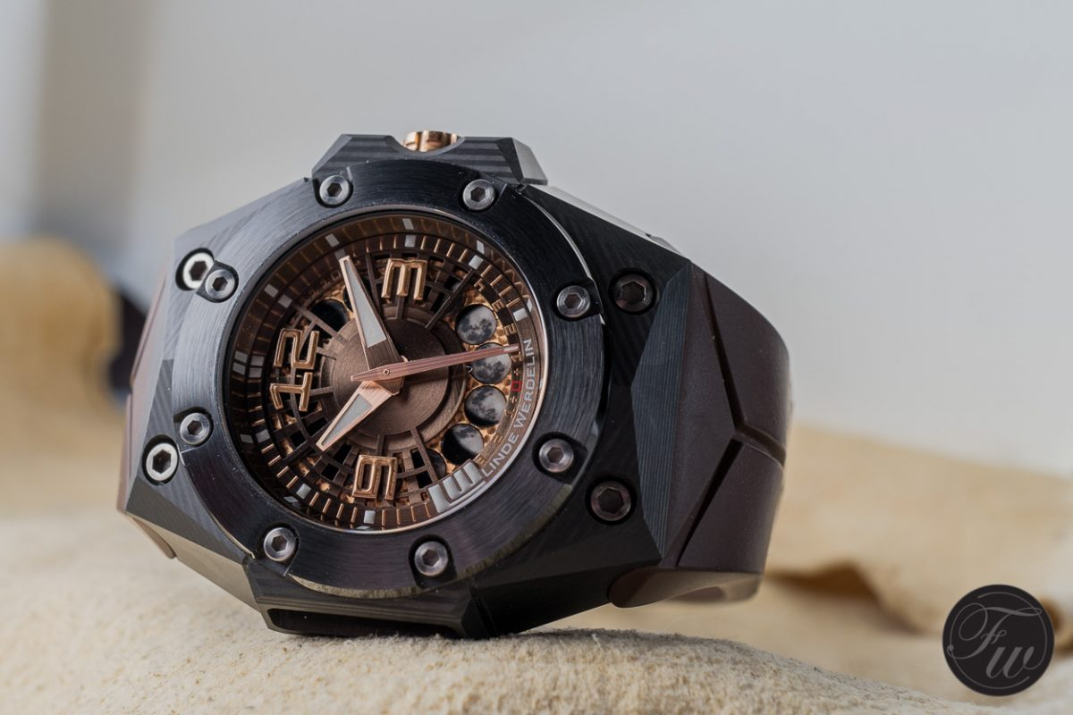 The Distinctive Design in Replica Linde Werdelin Oktopus Moon Carbon